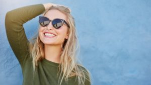 woman with sunglasses and smile